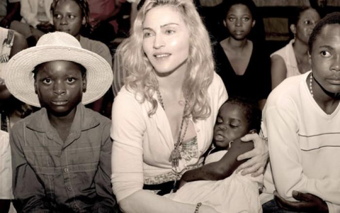 Madonna adopta dos niñas y las presenta en las redes